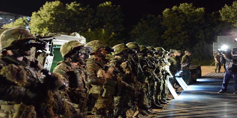 ΝΤΡΟΠΗ!!! Βάζουν τους στρατιωτικούς να πληρώνουν τις στολές απ' την τσέπη τους