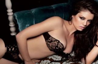 Κορινθίου: Έβαλε τα… στήθη της μπροστά και υπερασπίστηκε τη γυμνή φωτογράφιση