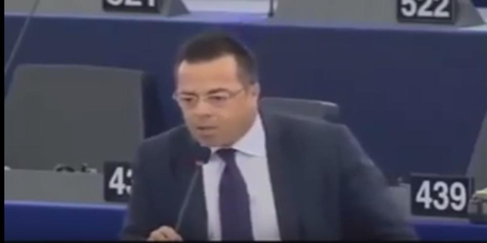 Ξέσπασμα Ιταλού Ευρωβουλευτή κατά Αβραμόπουλου για τους πρόσφυγες