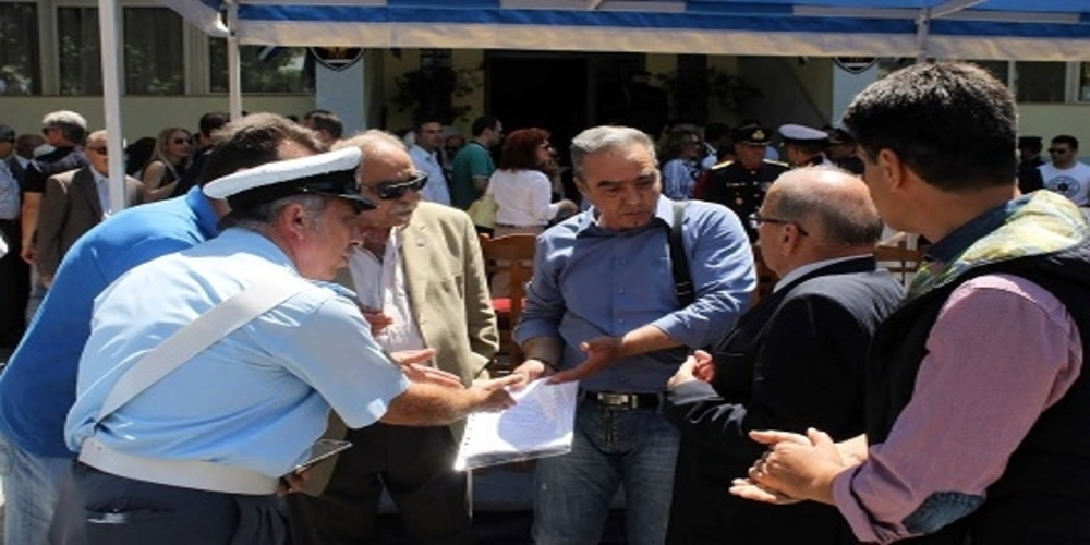 Αστυνομικοί με βουλευτές ΣΥΡΙΖΑ: Όχι δεν τους… συνέλαβαν, μόνο διαμαρτυρήθηκαν!!!