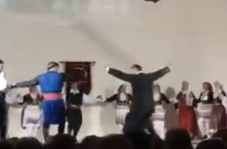 Σάρωσε το video με τον παπά Νικόλα να χορεύει κρητικά στο Διδυμότειχο