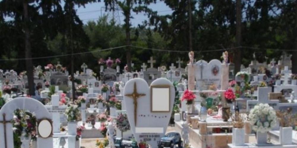 Βρετοπούλου: Χάος και αναρχία στα κοιμητήρια των οικισμών