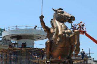 Σκόπια: Γκρεμίζει τα προπαγανδιστικά αγάλματα του Μέγα Αλέξανδρου η νέα Κυβέρνηση