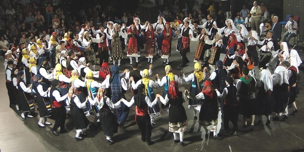 """""""Χρόνης Αηδονίδης"""": Μουσικοχορευτικό ταξίδι με 250 χορευτές, χορωδούς και μουσικούς"""