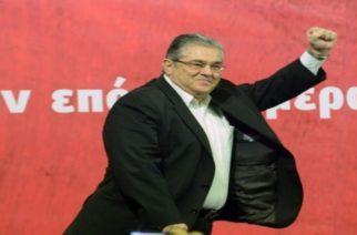 ΚΚΕ: Φασιστοειδή κατέβασαν τα πανό για την αυριανή ομιλία Κουτσούμπα