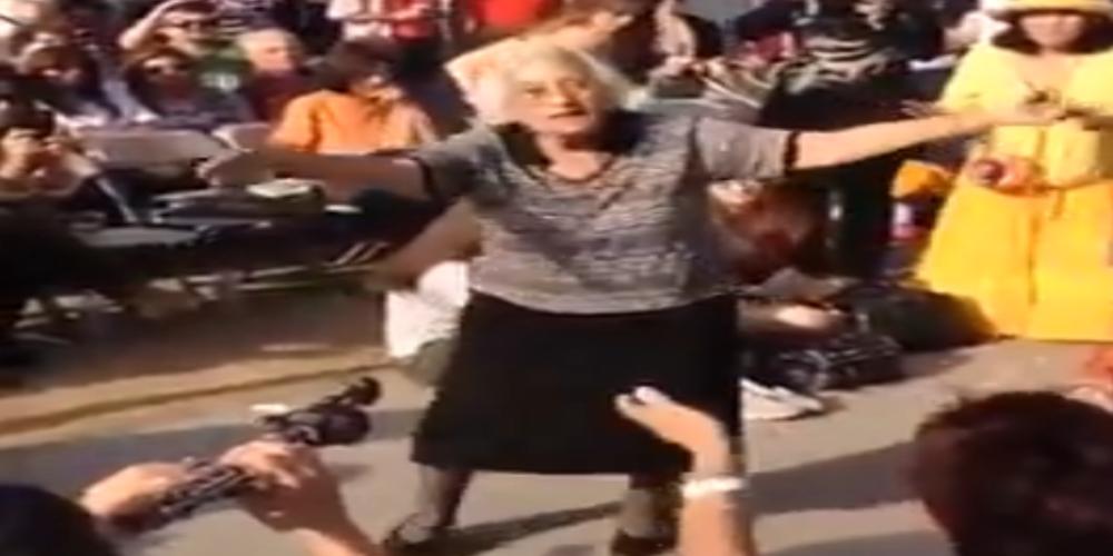 Φοβερή Ελληνίδα γιαγιά χορεύει ζεϊμπέκικο στον Καναδά και αποθεώνεται