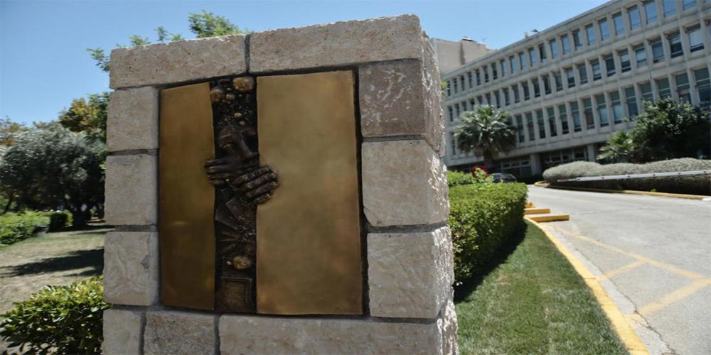 ΕΡΤ: Μνημείο σε όσους αγωνίστηκαν για τη λευτεριά και για καλύτερους ανελκυστήρες