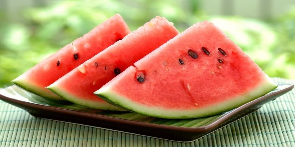 Τα 4 φρούτα που καταπολεμούν τον καύσωνα.