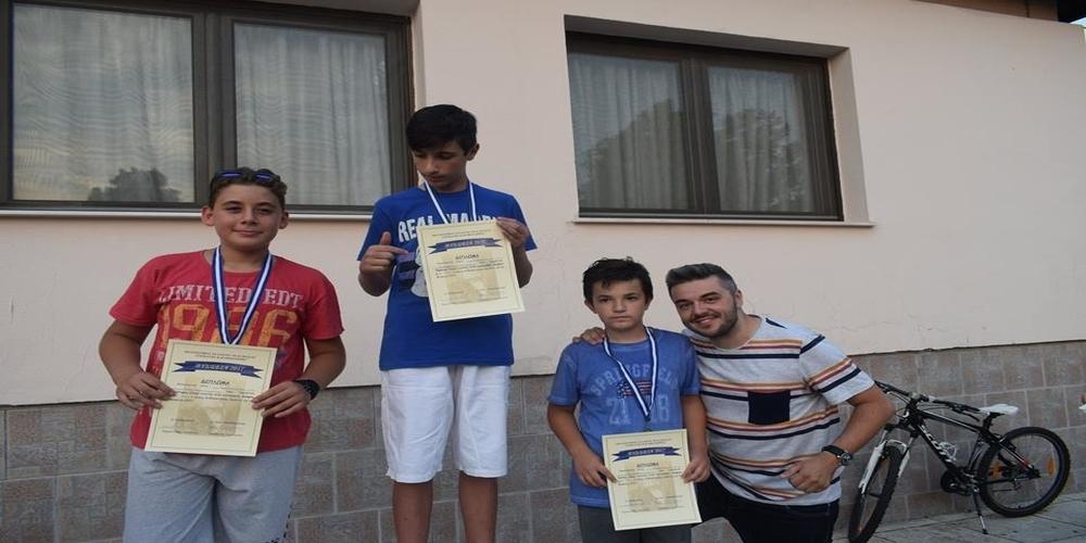 Πέτρος Πολυχρονίδης: Χαλαρώνει οκογενειακώς στο χωριό του Νέα Βύσσα Έβρου