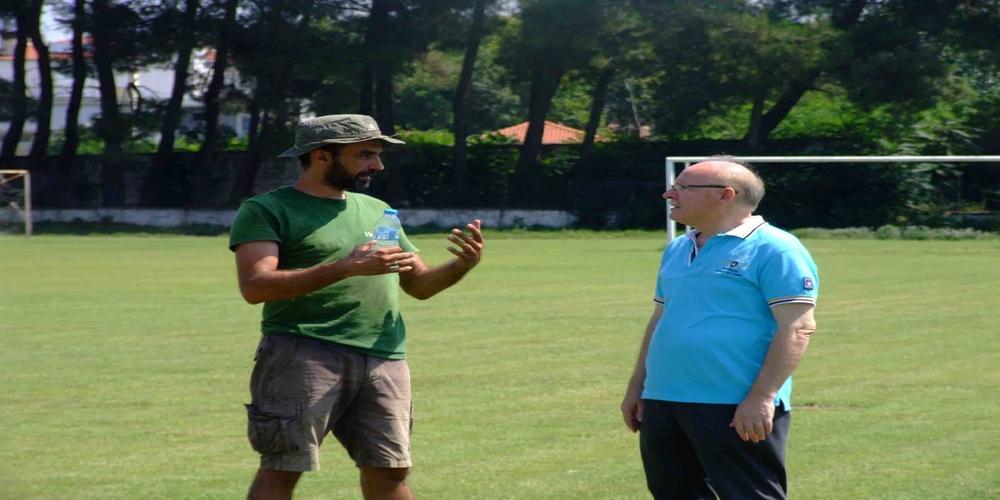 Επιθεώρησε τα έργα βελτίωσης χλοοτάπητα στο γήπεδο Διδυμοτείχου ο δήμαρχος Παρασκευάς Πατσουρίδης