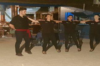 Η ελληνική νεολαία στη ρουμανική πόλη Τούλτσεα, χορεύει ζωναράδικο(video)