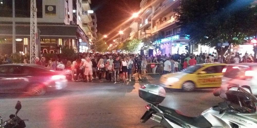 ΣΥΜΒΑΙΝΕΙ ΤΩΡΑ: Χαμός από κόσμο στην ΛΕΥΚΗ ΝΥΧΤΑ της Αλεξανδρούπολης (video+φωτό)