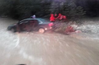 Σαμοθράκη: ΚΙΝΔΥΝΕΨΑΝ 4 άτομα όταν ακινητοποιήθηκαν σε ρέμα με αυτοκίνητο. Τους έσωσε η Πυροσβεστική