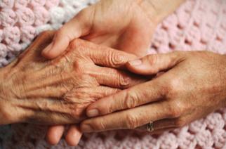 ΑΓΓΕΛΙΑ: Νοσηλεύτρια αναλαμβάνει φροντίδα ηλικιωμένων σε Αλεξανδρούπολη, Διδυμότειχο και χωριά