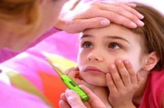 Ιώσεις του ανώτερου αναπνευστικού στα παιδιά το φθινόπωρο που αντιμετωπίζουν οι μαμάδες
