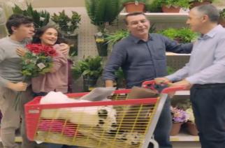 ΣΑΛΟΣ και έντονες αντιδράσεις από τη διαφήμιση του JUMBO με το gay ζευγάρι