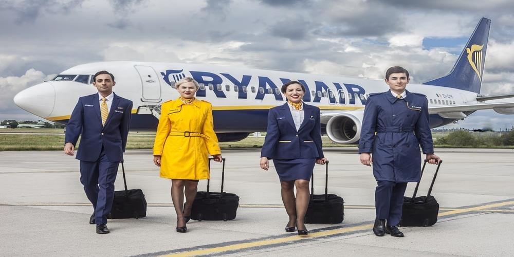 Προσλαμβάνει 100 άτομα η Ryanair στην Ελλάδα. Μέσα στο Νοέμβριο οι αιτήσεις