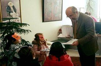 """Οι μαθητές του 11ου Νηπιαγωγείου… αποθεώνουν Λαμπάκη. """"Είστε σοφός, συνεχίστε την καλή δουλειά"""""""