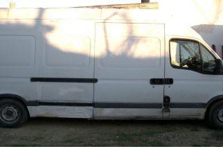 Συνελήφθη Βούλγαρος στο Μικρό Δέρειο με… στιβαγμένους σε φορτηγάκι 43 λαθρομετανάστες