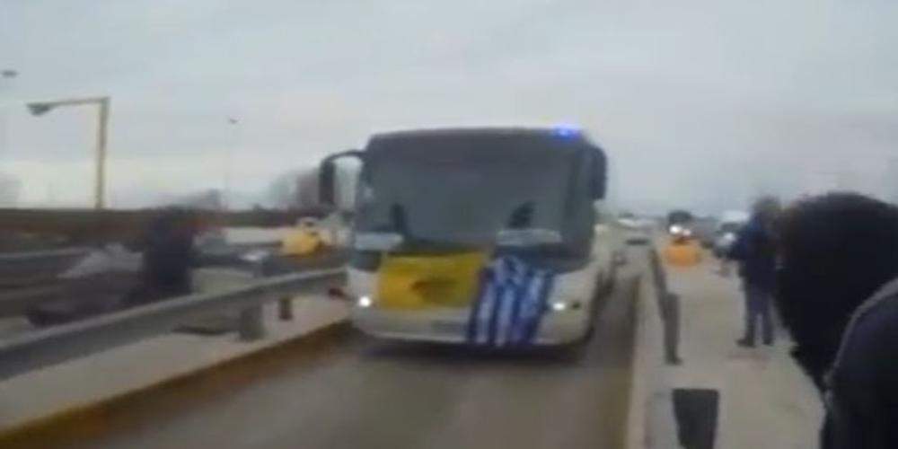 ΝΤΟΚΟΥΜΕΝΤΟ: Εξαγριωμένοι πολίτες ανοίγουν τις μπάρες στα διόδια Μαλγάρων και ξεχύνονται στο συλλαλητήριο(video)