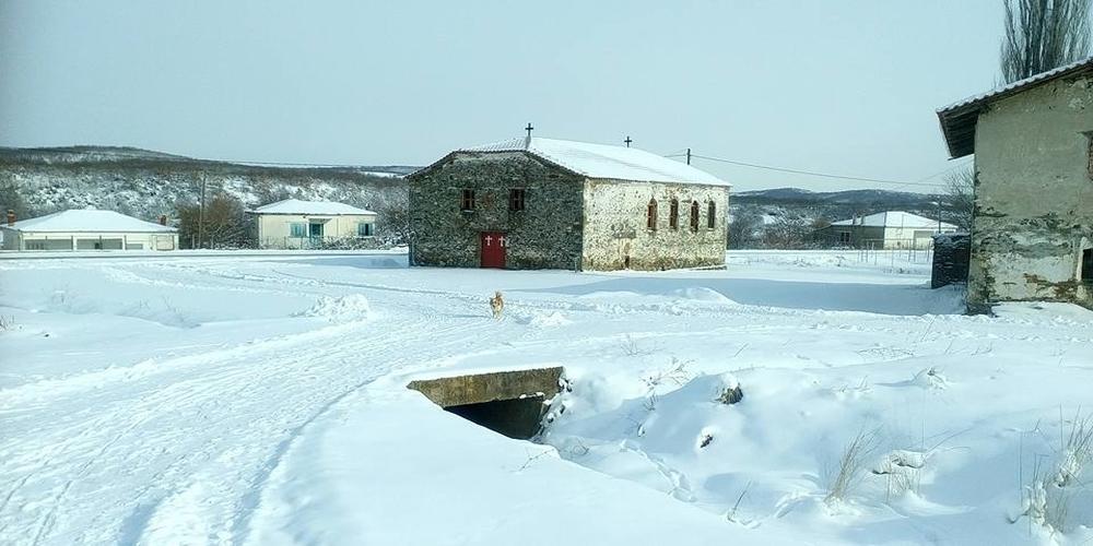 Στην Κυριακή Σουφλίου το site της Μαρίας Ηλιάκη: Ακόμα πιο όμορφη όταν ντύνεται στα λευκά!