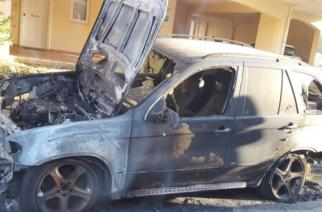 Εισαγγελέας και αστυνομία ερευνούν τους επαναλαμβανόμενους εμπρησμούς αυτοκινήτων του ίδιου επιχειρηματία