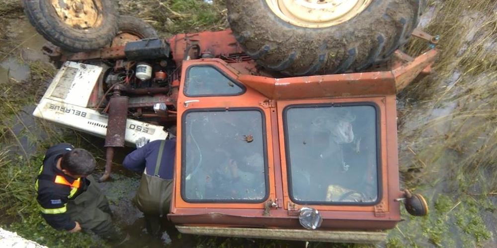 Τρακτέρ έπεσε από γέφυρα, αλλά η άμεση επέμβαση του Εθελοντικού Πυροσβεστικού Κλιμακίου Φερών έσωσε τον οδηγό
