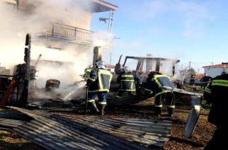 ΕΚΡΗΞΗ και ΦΩΤΙΑ στο Τυχερό. Κάηκε αποθήκη και τρακτέρ, η Πυροσβεστική γλίτωσε το σπίτι