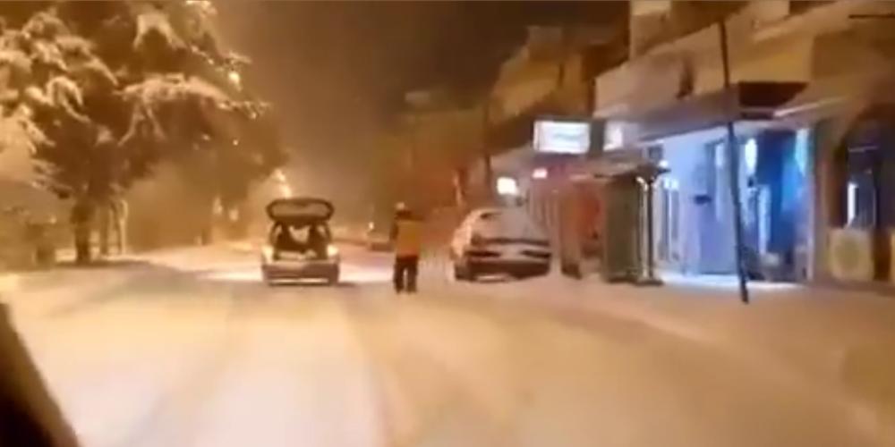 Εντυπωσιακό βίντεο: Έκανε πίστα σκι τους χιονισμένους δρόμους της Ορεστιάδας