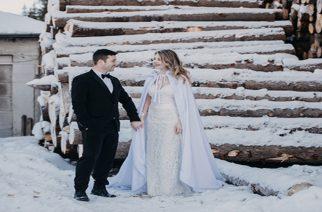 Ο εντυπωσιακός χειμερινός γάμος του Δημήτρη και της Μαρίνας απ' την Ορεστιάδα, σε αθηναϊκό περιοδικό