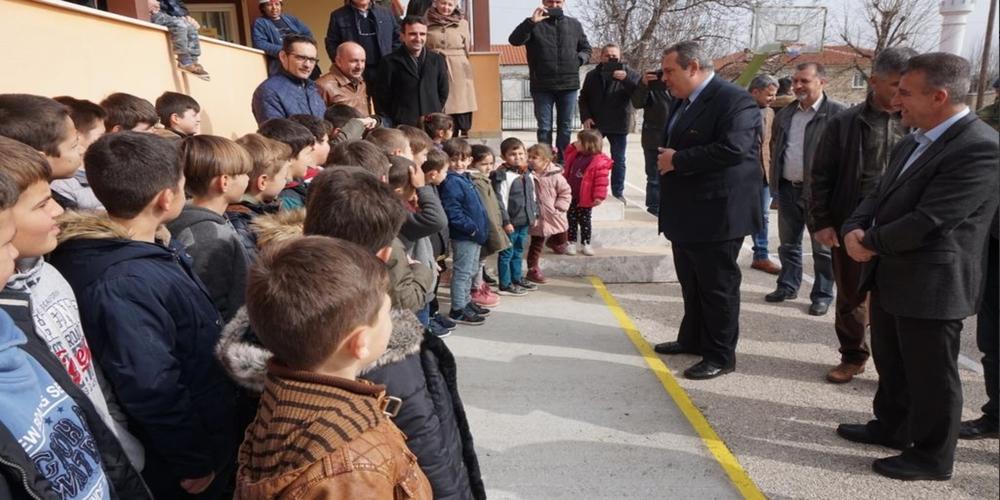 Δυο νέες τάξεις του Δημοτικού σχολείου Μεγάλου Δερείου στα Πομακοχώρια εγκαινίασε ο Καμμένος