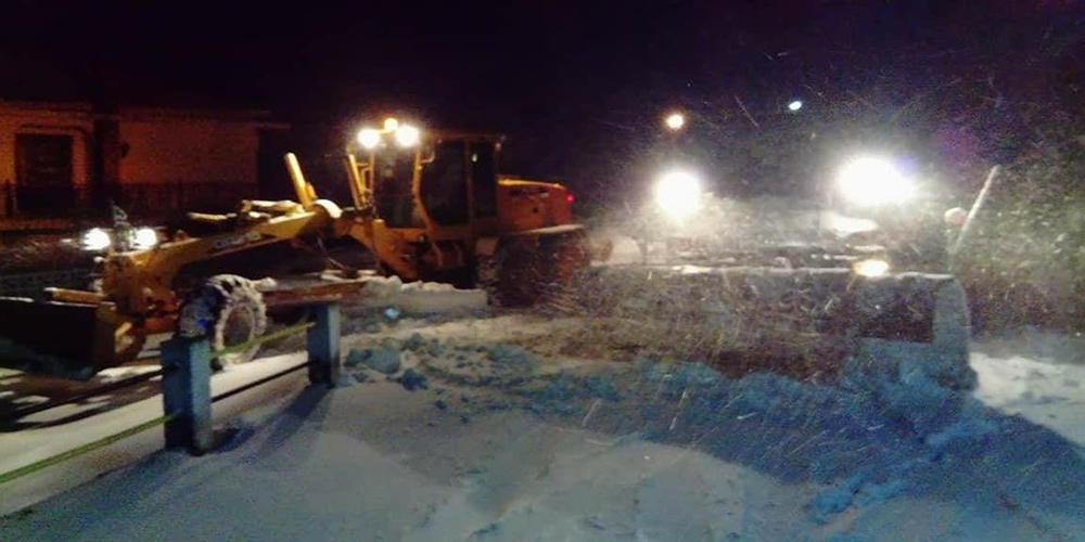 Χιονοκαταιγίδα τη νύχτα στο βόρειο Έβρο. Παραμένουν τα προβλήματα με διακοπές ρεύματος (video)