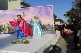 Όλη η Αλεξανδρούπολη μια παρέα ξεφάντωσε χθες με την αποκριάτικη παρέλαση (video+φωτό)