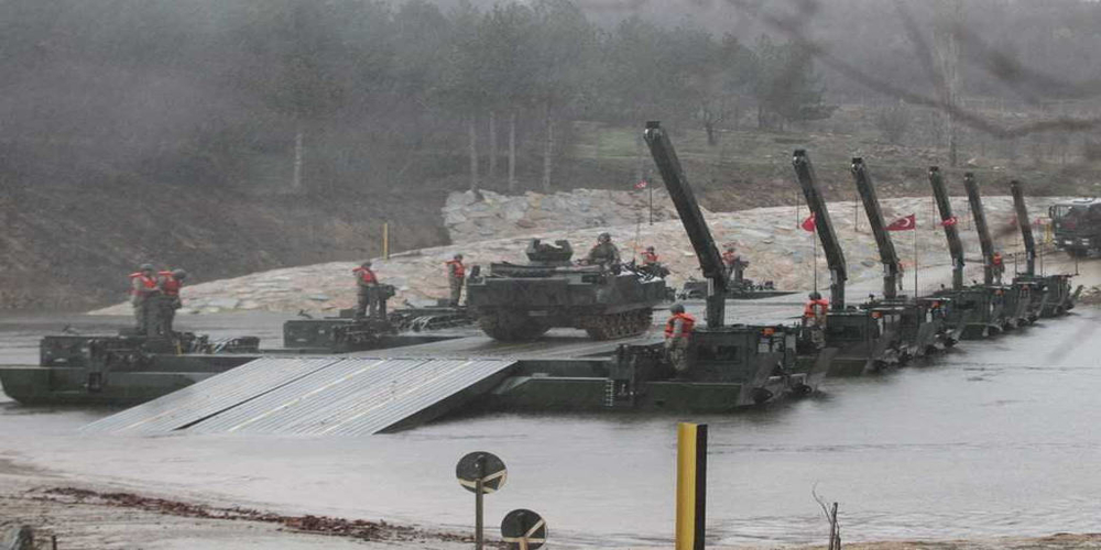 «Ψευτομαγκιές» των Τούρκων στον Έβρο με άρματα μάχης στα σύνορα (φωτό)