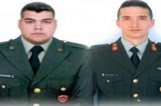Το ΓΕΣ έδωσε στη δημοσιότητα τις φωτογραφίες των δύο στρατιωτικών με τη  στολή τους