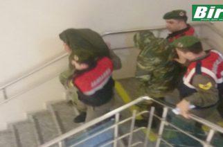 ΑΠΕ-ΤΩΡΑ: Οι δυο Έλληνες στρατιωτικοί οδηγούνται στο δικαστήριο