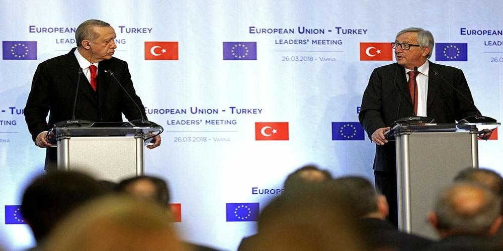 Γιούνκερ σε Ερντογάν: Να επανεξετάσεις τώρα το θέμα των Ελλήνων στρατιωτικών