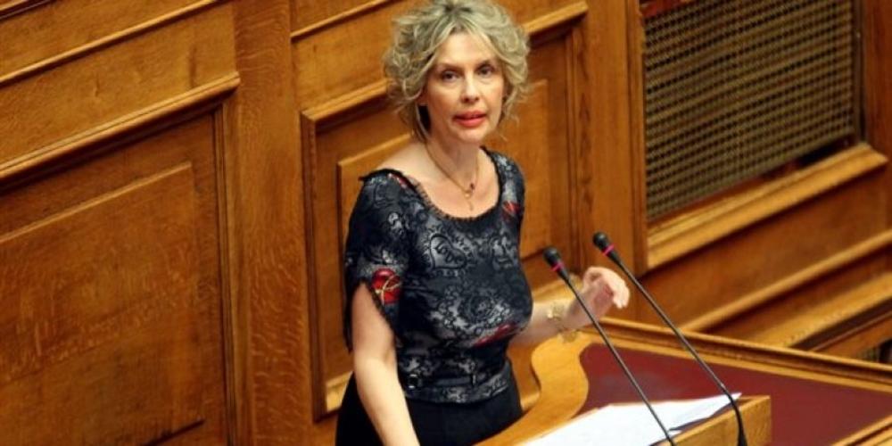 Ετοιμάζεται να ιδρύσει πολιτικό φορέα η Κατερίνα Παπακώστα και τηλεφωνεί σε στελέχη στον Έβρο