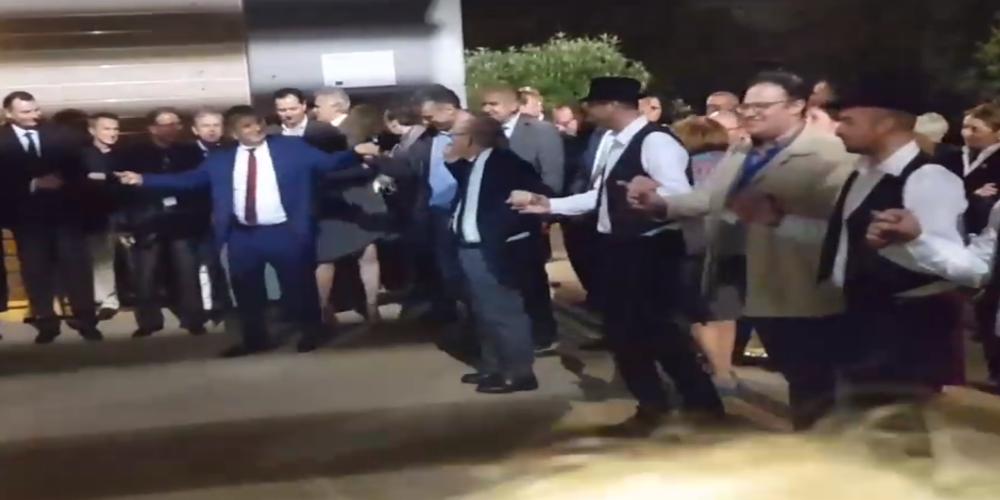 Ο χορός του Προέδρου της ΚΕΔΕ και Δημάρχου Αμαρουσίου Γιώργου Πατούλη στο Διδυμότειχο (ΒΙΝΤΕΟ)