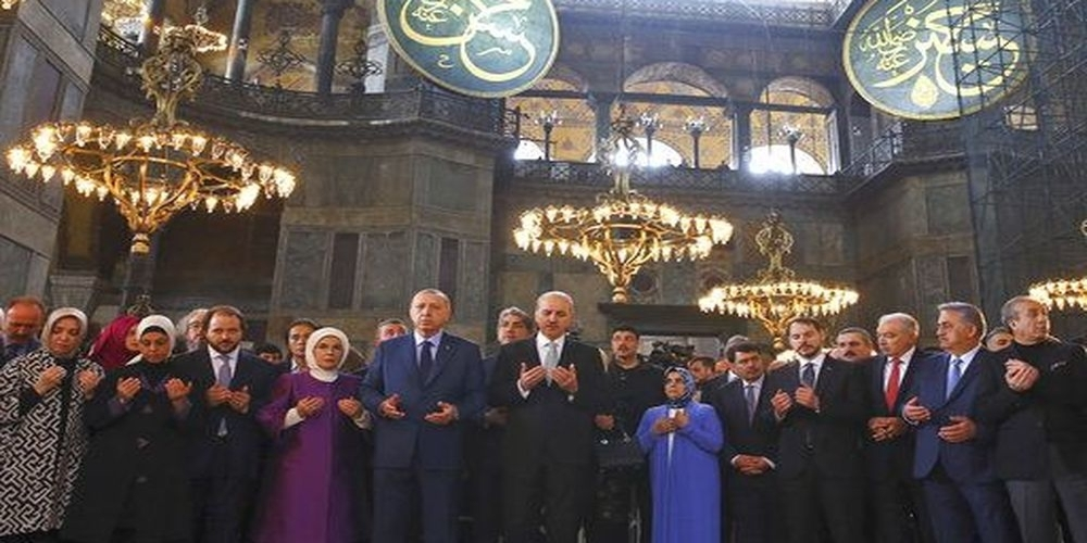 Πρόκληση Ερντογάν. Χαιρέτισε μουσουλμανικά μέσα στην Αγία Σοφία (ΒΙΝΤΕΟ+φωτό)