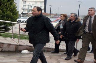 Στις φυλακές Αδριανούπολης σήμερα εκτάκτως οι γονείς των δύο στρατιωτικών