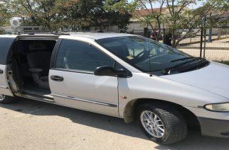 Βούλγαρος συνελήφθη στην Κορνοφωλιά, γιατί είχε κάνει… φωλιά λαθρομεταναστών το αυτοκίνητο του