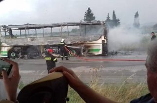 ΤΩΡΑ: Κεραυνός χτύπησε λεωφορείο του ΚΤΕΛ Έβρου που τυλίχθηκε στις φλόγες