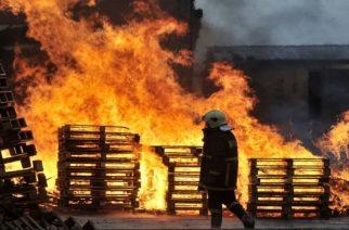"""ΤΩΡΑ: Καίγεται το εργοστάσιο της """"Γερμανός"""" στην Ξάνθη"""