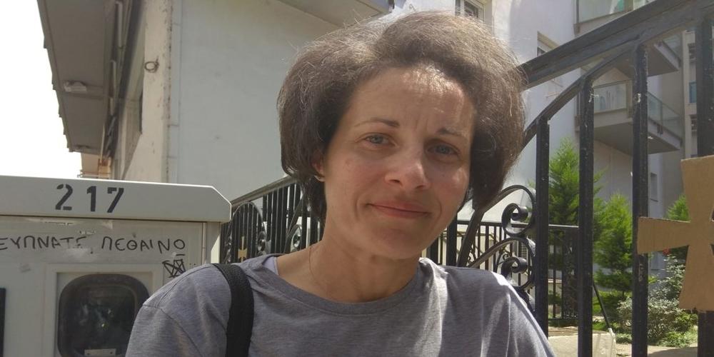 Μια γυναίκα στον πάγκο θρακιώτικης ανδρικής ομάδας