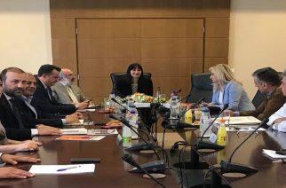 Σύσκεψη της υπουργού Ε. Κουντουρά με δημάρχους και φορείς για τουριστικά θέματα του Έβρου (ΒΙΝΤΕΟ)