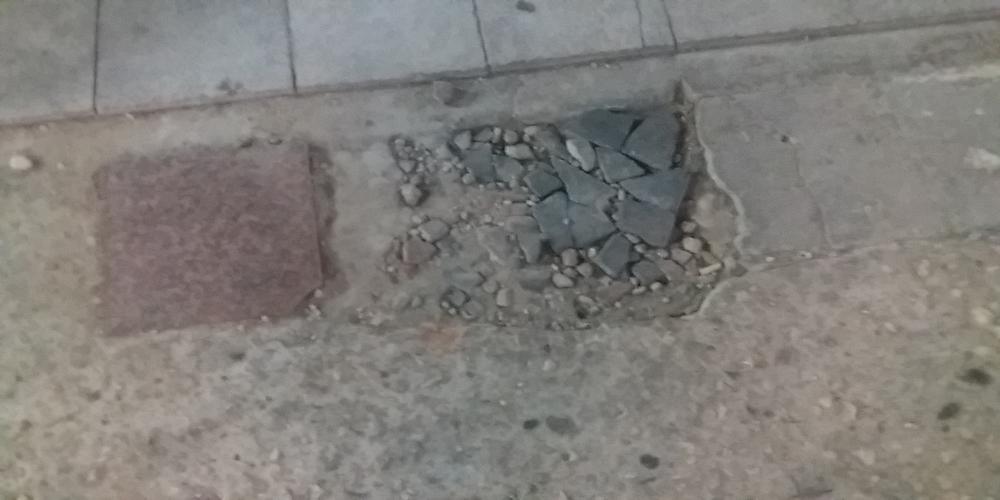 Διδυμότειχο: Η αποθέωση της λακούβας στον πρώην πεζόδρομο και νυν… δρόμο ταχείας κυκλοφορίας(ΒΙΝΤΕΟ+φωτό)