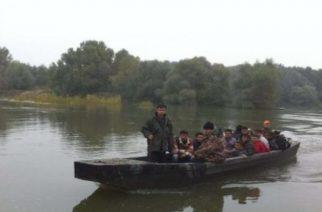 ΜΟΛΙΣ ΤΩΡΑ: Επιτυχής η επιχείρηση απεγκλωβισμού 35 προσφύγων και μεταναστών απ' τη νησίδα του ποταμού Έβρου