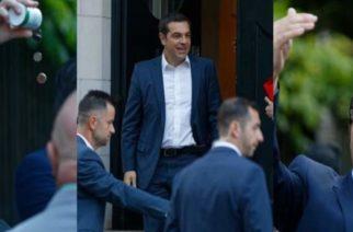 ΒΙΝΤΕΟ: Φραστική επίθεση εναντίον του Τσίπρα στο Λονδίνο: «Προδότη πούλησες τη Μακεδονία»