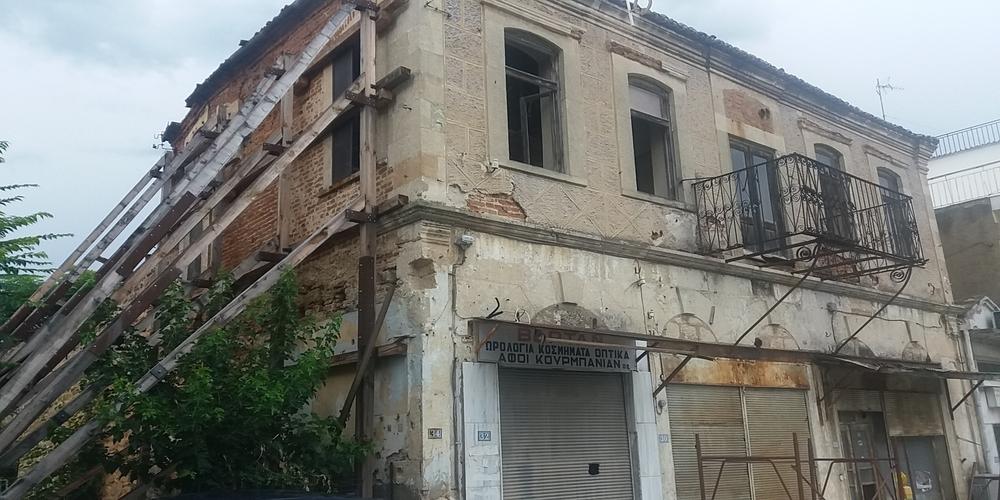Διδυμότειχο: Έτοιμο να καταρρεύσει άλλο ένα ιστορικό κτίριο στο κέντρο λόγω εγκατάλειψης(ΒΙΝΤΕΟ)